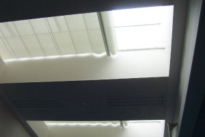 Rolety, žaluzie a podvěsné stínění, Německá škola Praha, realizace Bohemiaflex CS