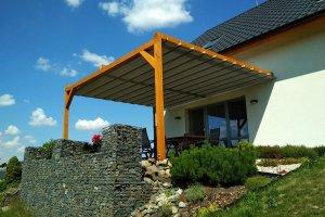 Zastínění Latin na dřevěné konstrukci, realizace Bohemiaflex CS